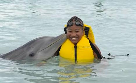 zoe_dolphin.jpg